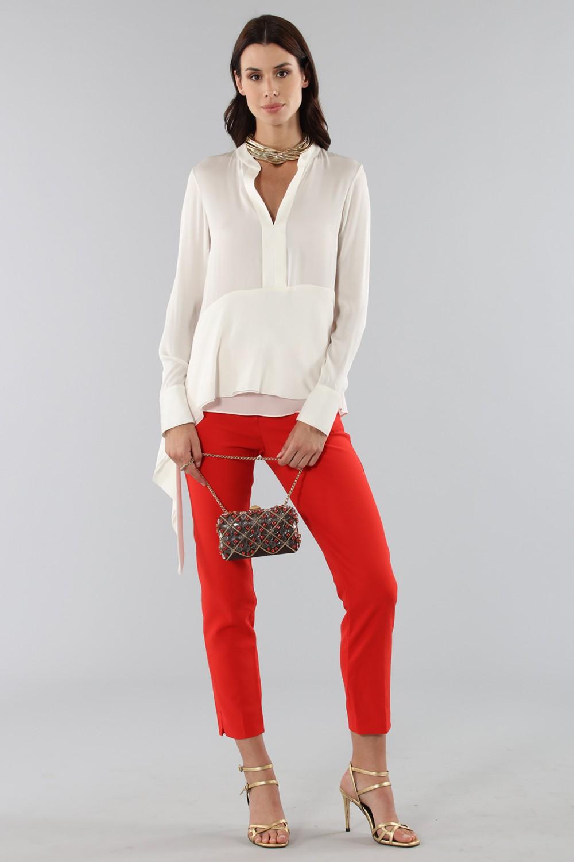 Camicia bianca con drappeggio laterale