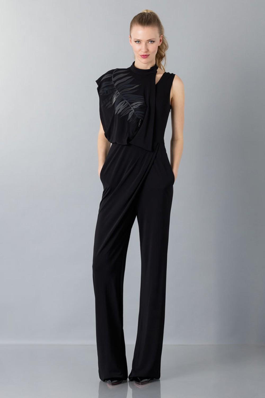 Jumpsuit nera con collo asimmetrico