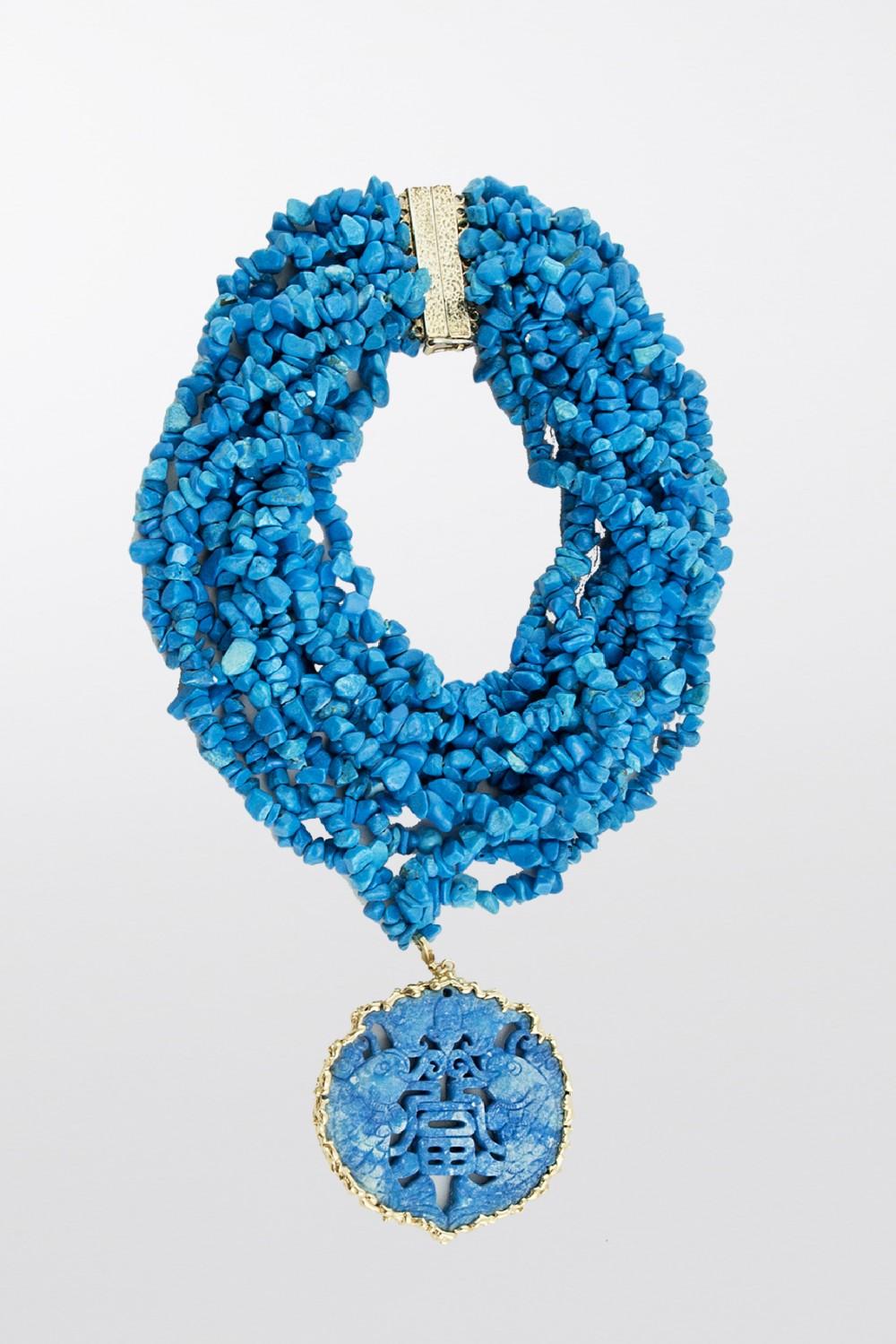 Collana con pietre azzurre