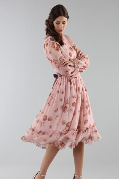 Abito rosa con fantasia floreale e rouches