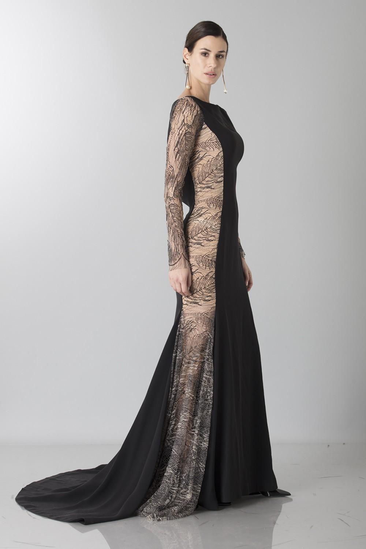 a3c5170e743 Robe longue avec transparences latérales. prev